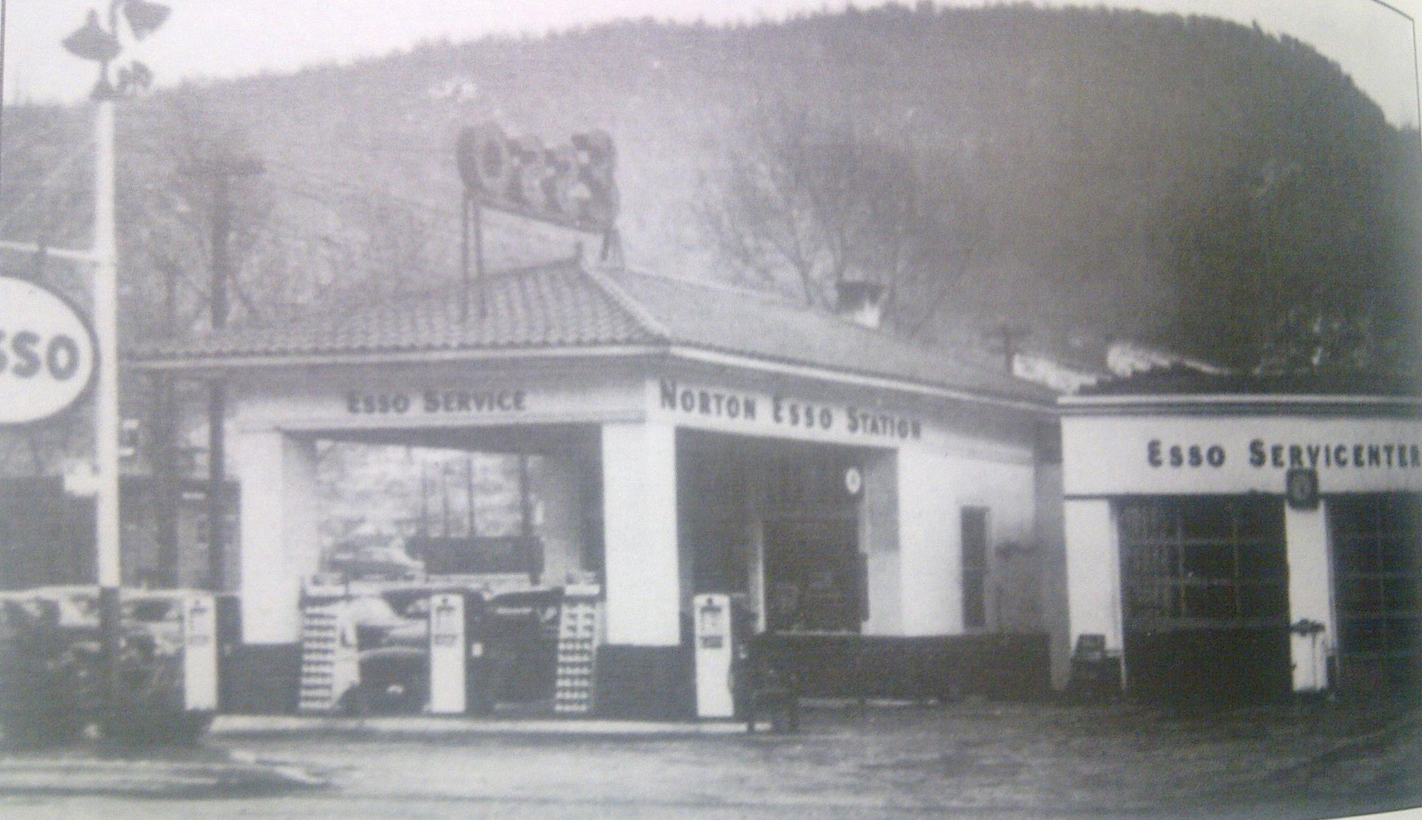 Esso Gas Station - Now Pop In