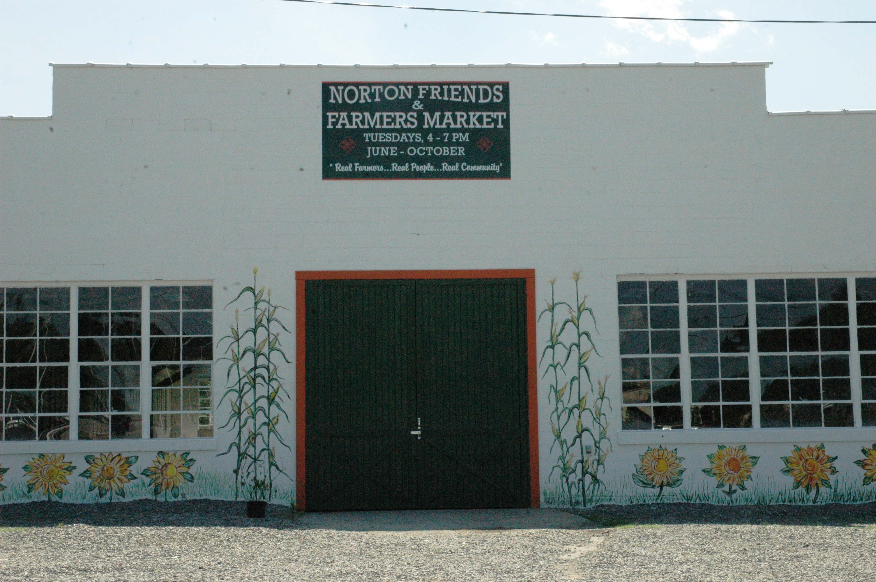 Norton Farmers Market (Entrance beside City Municipal Parking Lot)